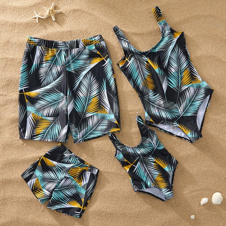 e6e16f4ccc Family Look Mother Daughter Bikini Swimsuits Mommy Dad and Me Matching  Clothes Father Son Swimwear Shorts