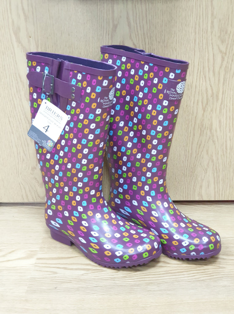 Image of a pair of RMCC branded garden wellington boots.
