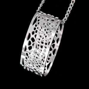 STAINLESS STEEL FILIGREE OVAL NECKLACE