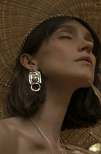 Load image into Gallery viewer, AMORA EARRINGS