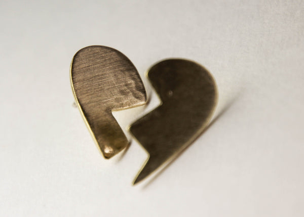 KISSING HEART STUD