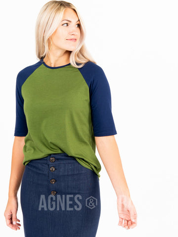 Agnes & Dora™ Raglan Top Olive with Navy