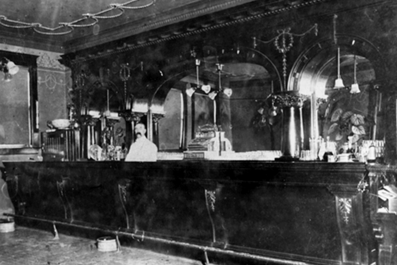 Dewey Palace Bar