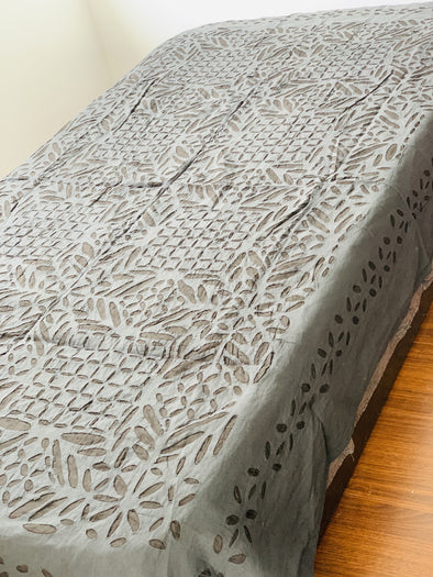 Cubrecama Sencillo o Mantel Cutwork hindú (150cm x 215cm) PPM140 - BOUTIQUE DE LA INDIA