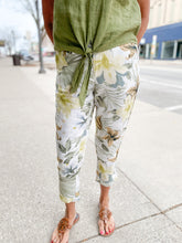 Load image into Gallery viewer, Floral Printed Crop Linen Pants