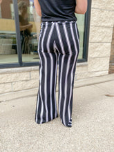 Load image into Gallery viewer, Charlie B. Printed Palazzo Pant