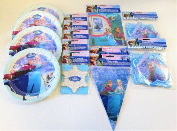 This Disney Frozen party pack includes: 16 Paper Plates (23cm) 18 Invites (3 packs of 6) 1 Door Banner (76cm x 152cm) 1 Flag Banner (2.3m long) 1 Happy Birthday Card Banner (2m long)