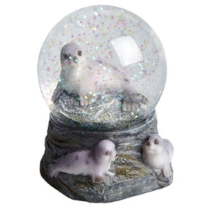 This seal snow globe has a glass globe with a base made from resin, so it has a heavy, quality look and feel to it and makes a wonderful gift. Measures 8.8cm x 6.5cm approx.