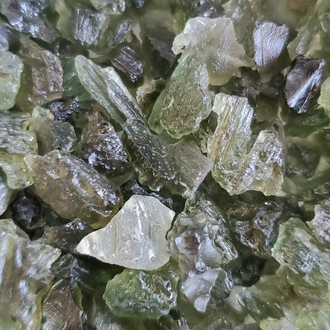 Moldavite doesn't have  specific internal structure like other stones. Because it is created through impact, it has a free form and can take on a range of different shapes and forms.
