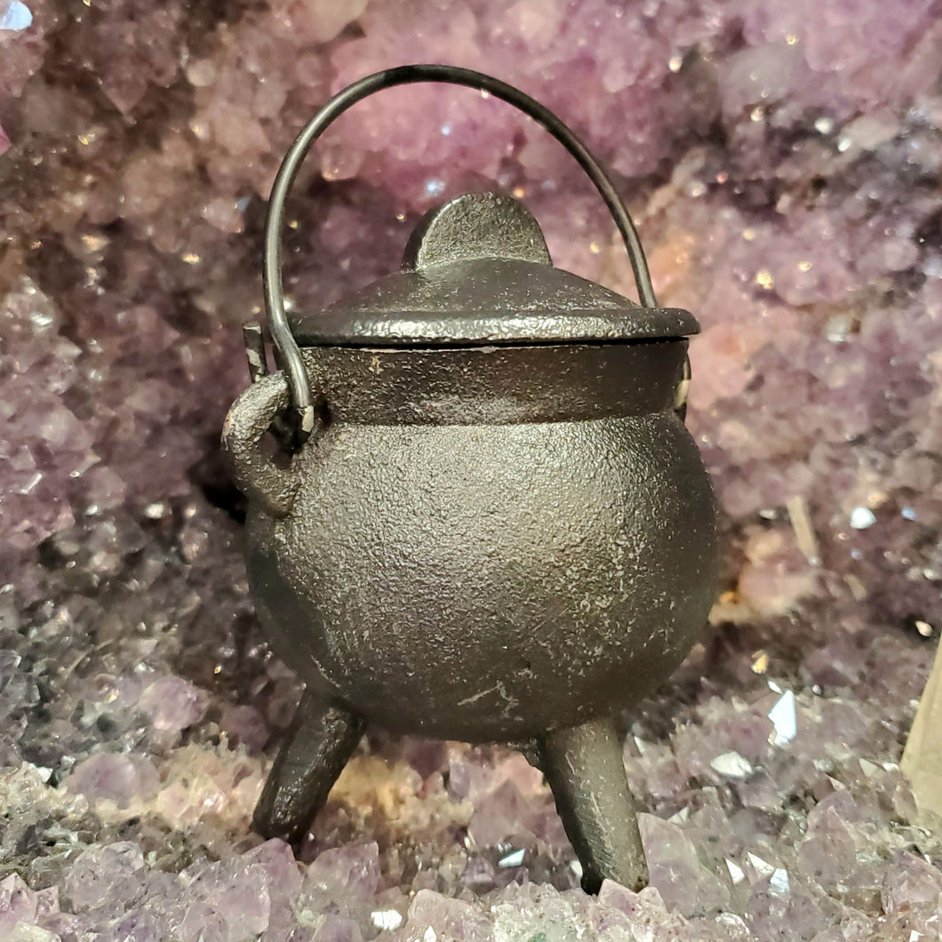 Small Cauldron with Lid
