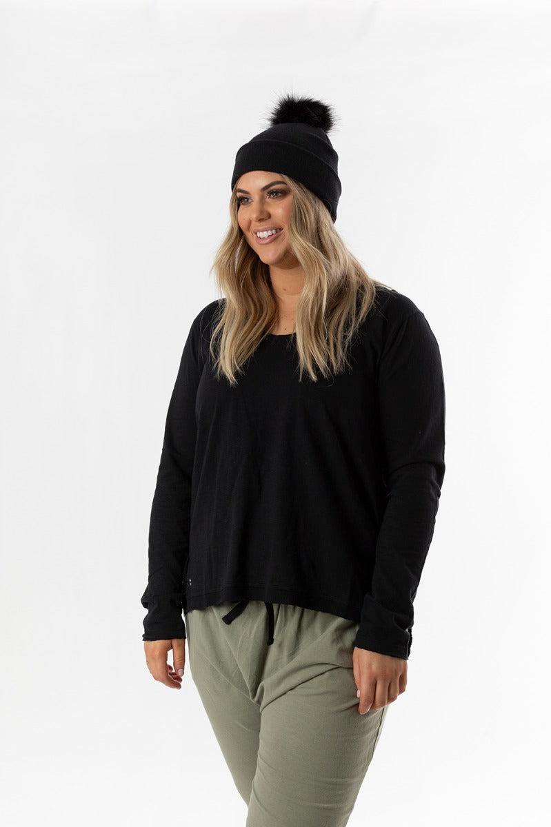 HIGHLINE VEE NECK TOP - BLACK