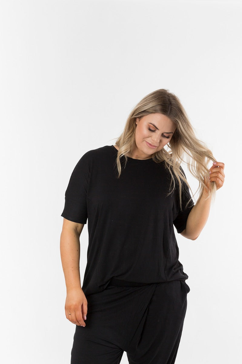 WELLINGTON TEE - BLACK