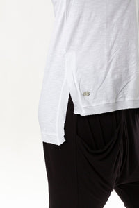 HIGHLINE VEE NECK TOP - WHITE