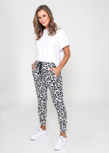 Load image into Gallery viewer, MILLA JOGGER - GREY LEOPARD
