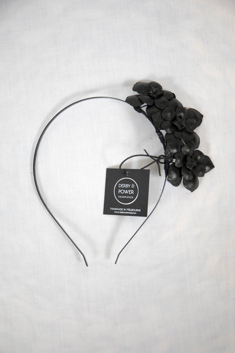 DAISY FASCINATOR - BLACK