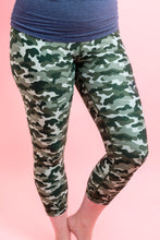 Load image into Gallery viewer, Camouflage Capri Women's Activewear Leggings