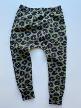 Load image into Gallery viewer, Green Leopard Leggings