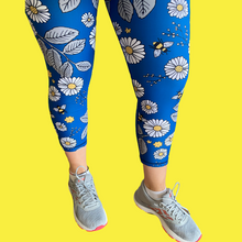 Load image into Gallery viewer, Navy Daisies Capri Women's Activewear Leggings