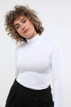 Basic turtleneck white - layou-design