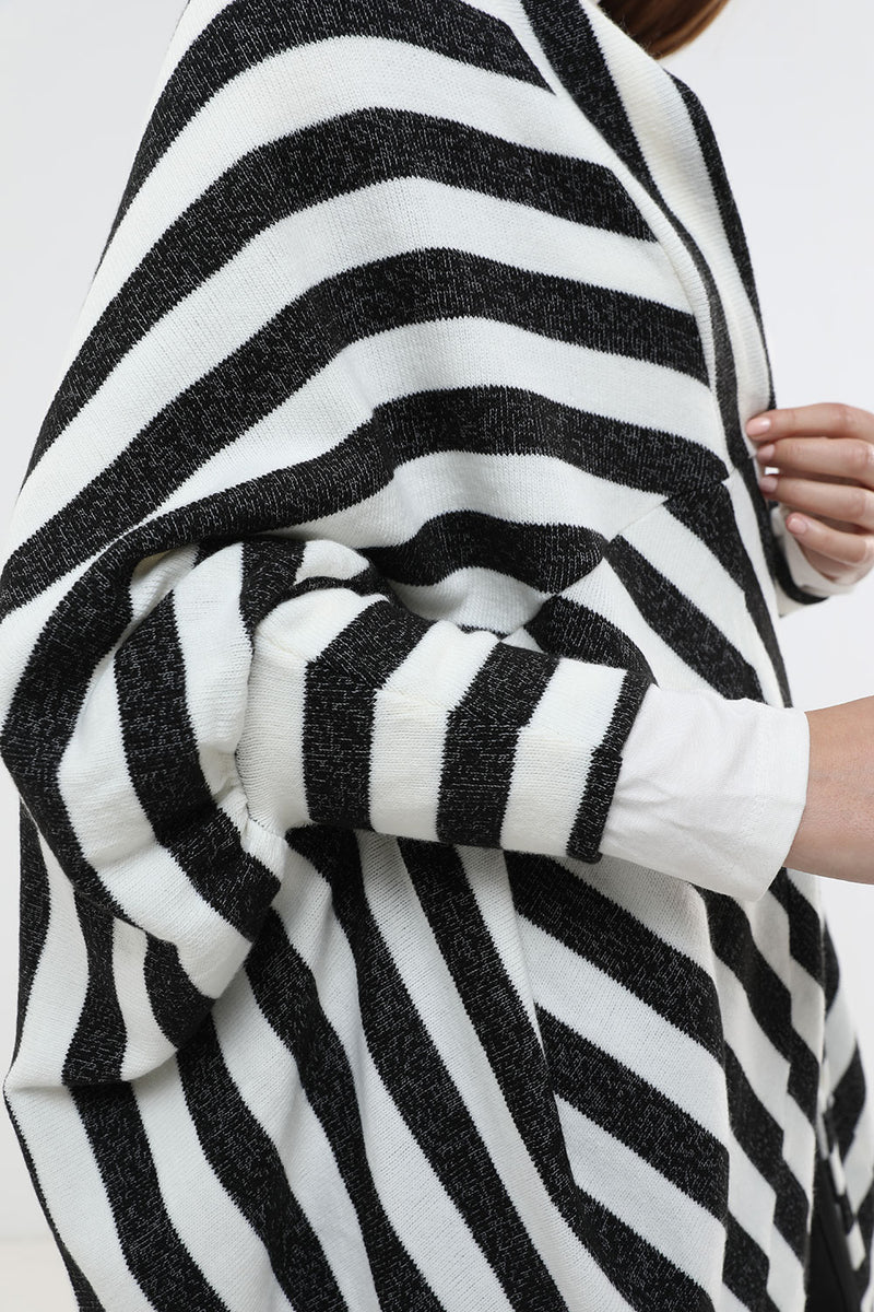 Olivia vest black&white - layou-design