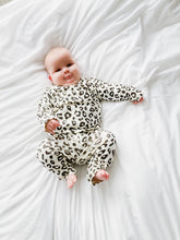 Load image into Gallery viewer, Leopard print lounge suit