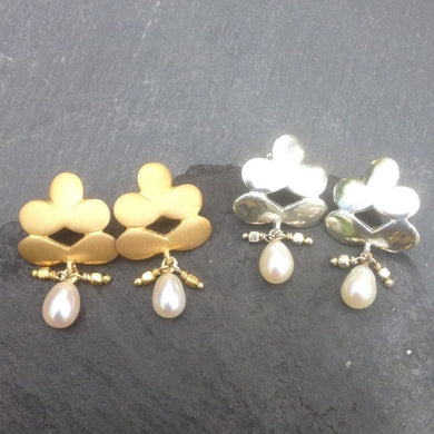 flower or leaf shaped stud earring with a fresh water pearl drop