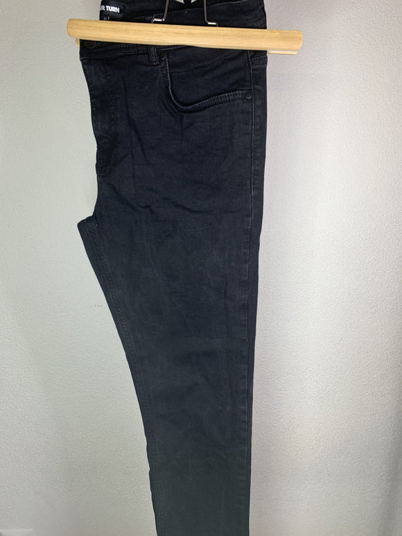 Basic Jeans Grösse 34/34 - secondhandkiste.ch