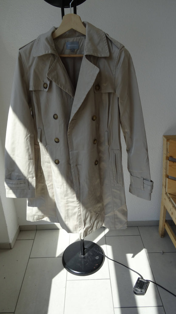Beiger Trench Coat