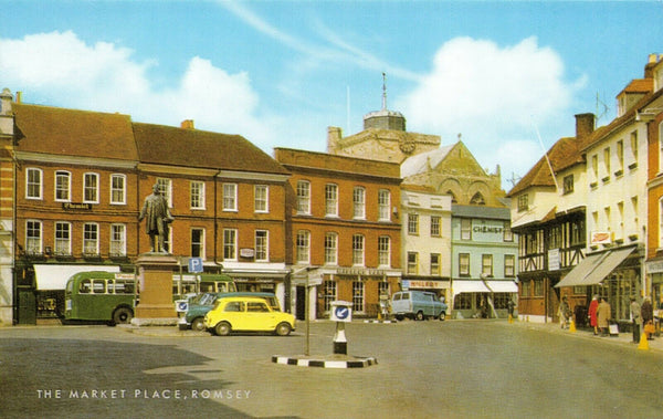 Vintage Hampshire Postcard, The Market Place, Romsey, Classic Cars & Bus GJ2