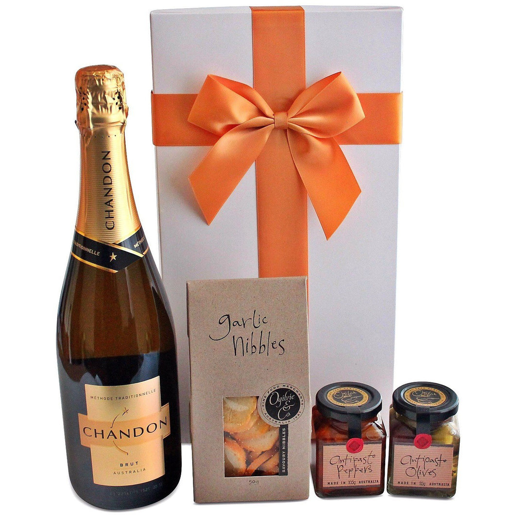 CHANDON DELUXE HAMPER - blac-label-boxes