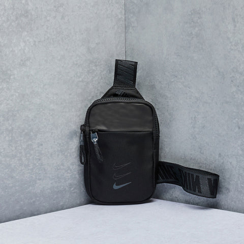 Sportswear Essentials Waist Bag