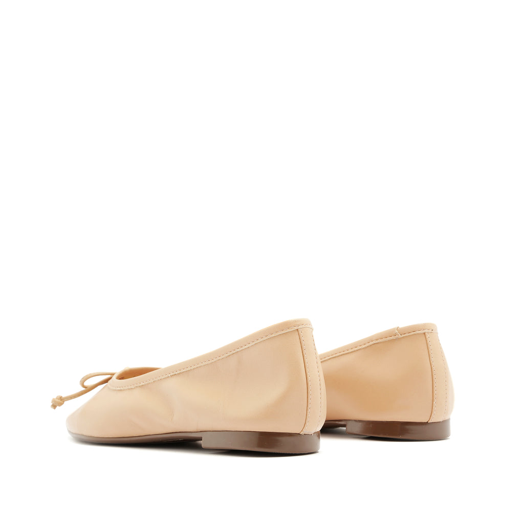 Arissa Flat in Honey Beige