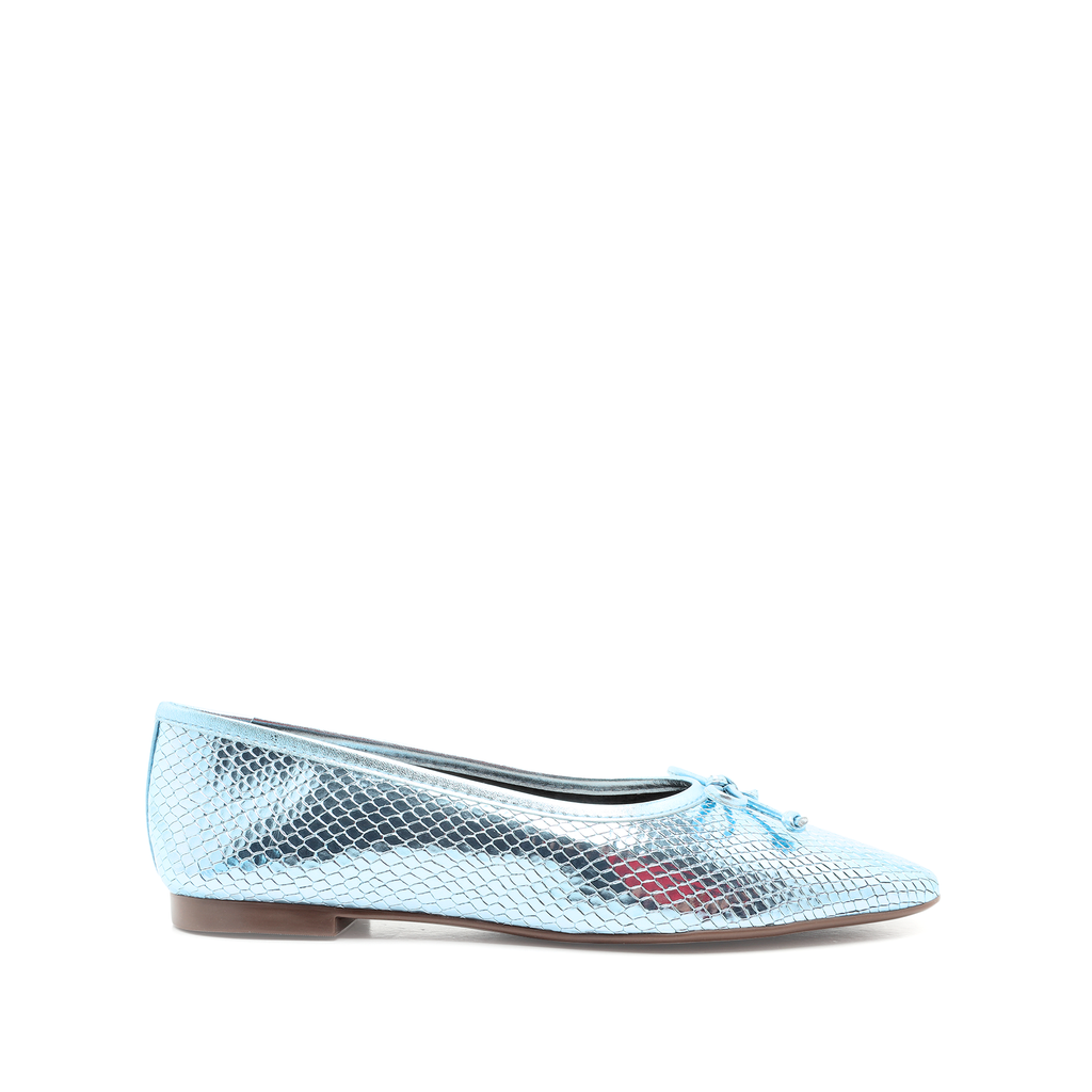 Arissa Flat in Wonder Blue