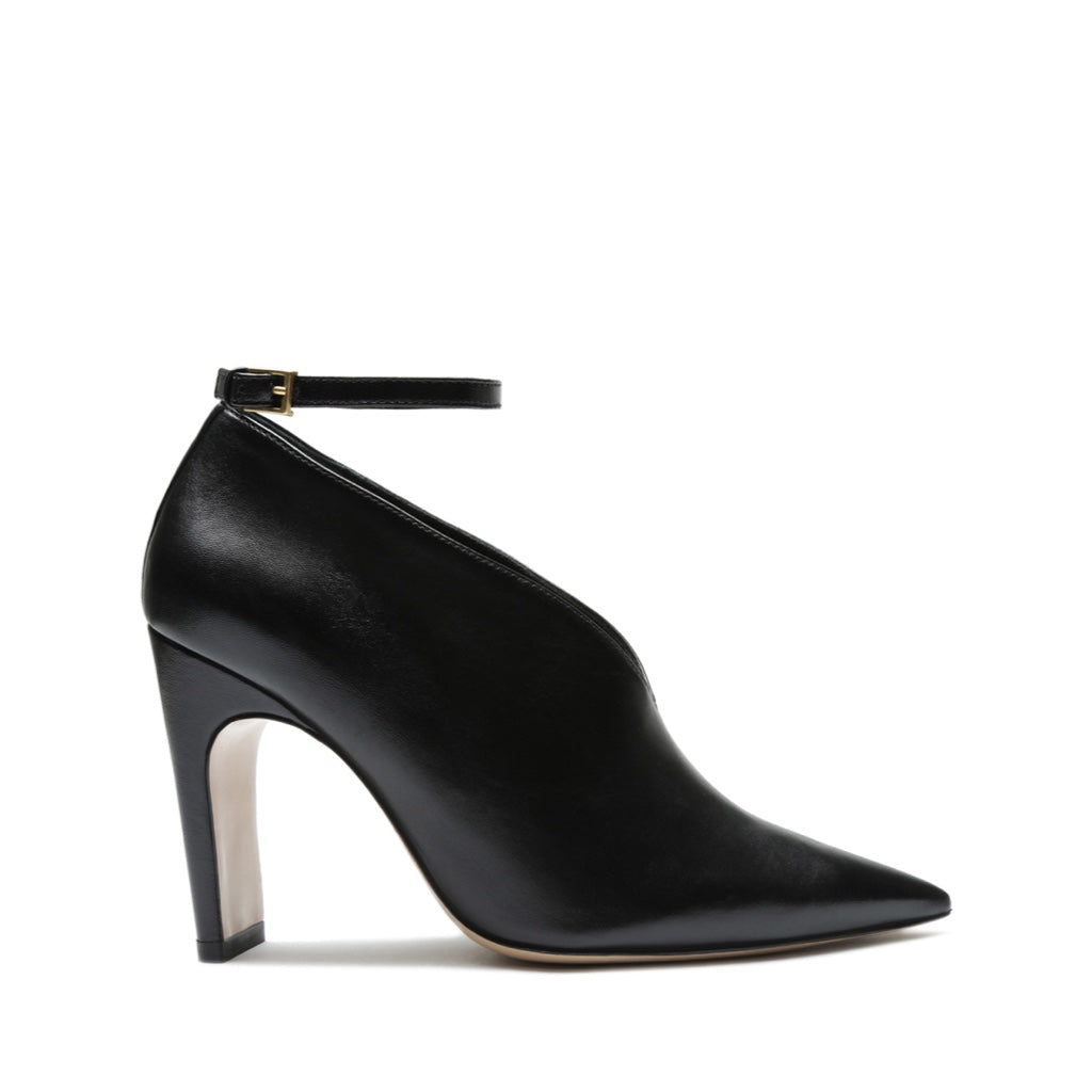 Daria Pump in Black