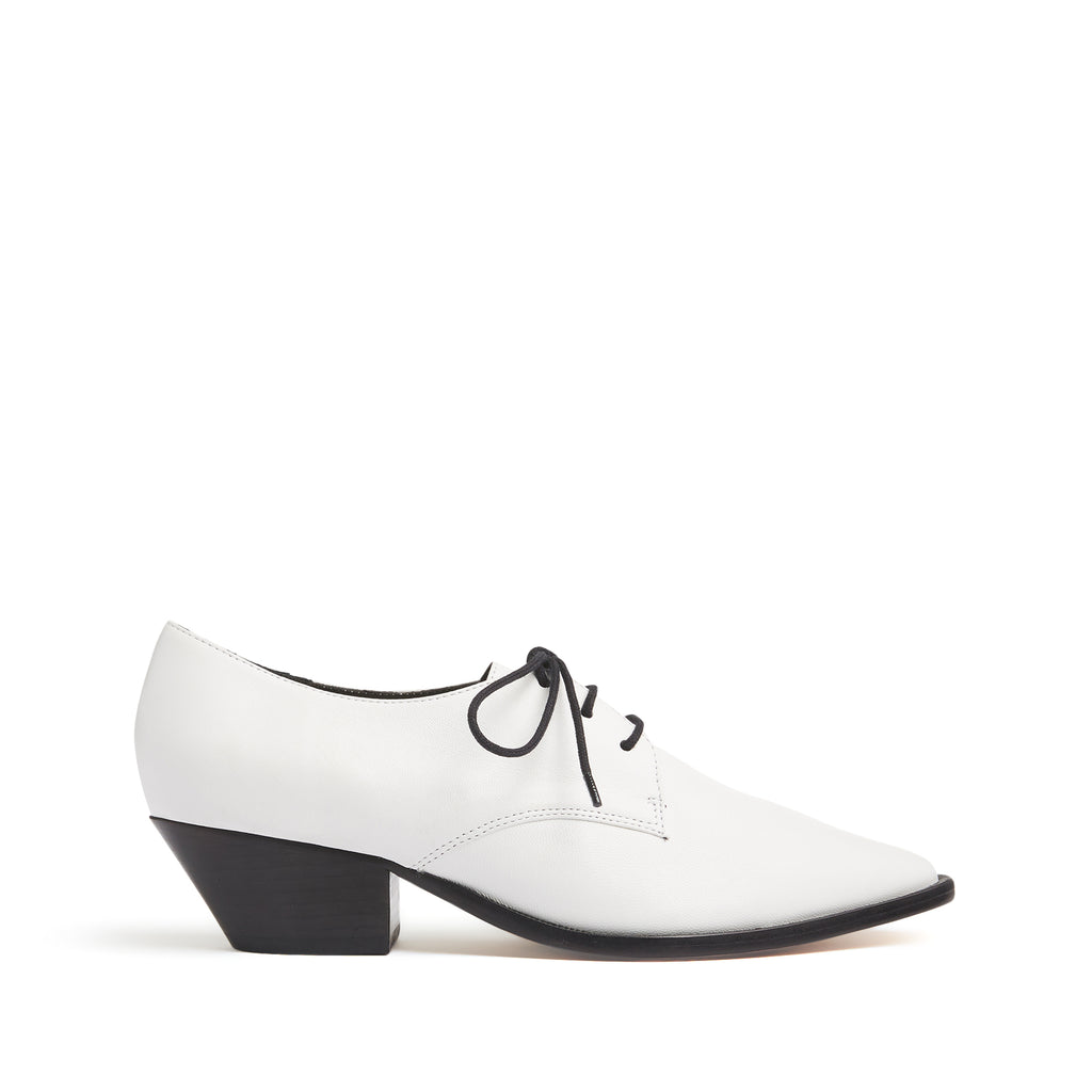 Dinair Oxford in White