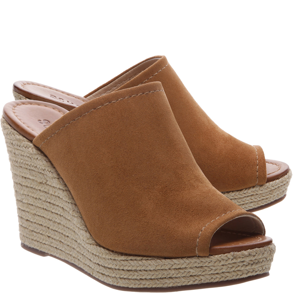 Jaylee Wedge Sandal in Wood