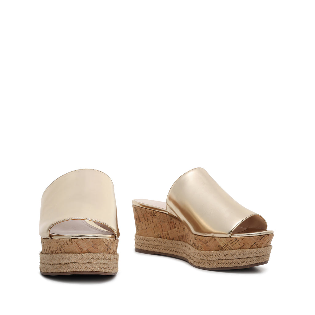 Vilena Wedge Sandal in Platina Gold