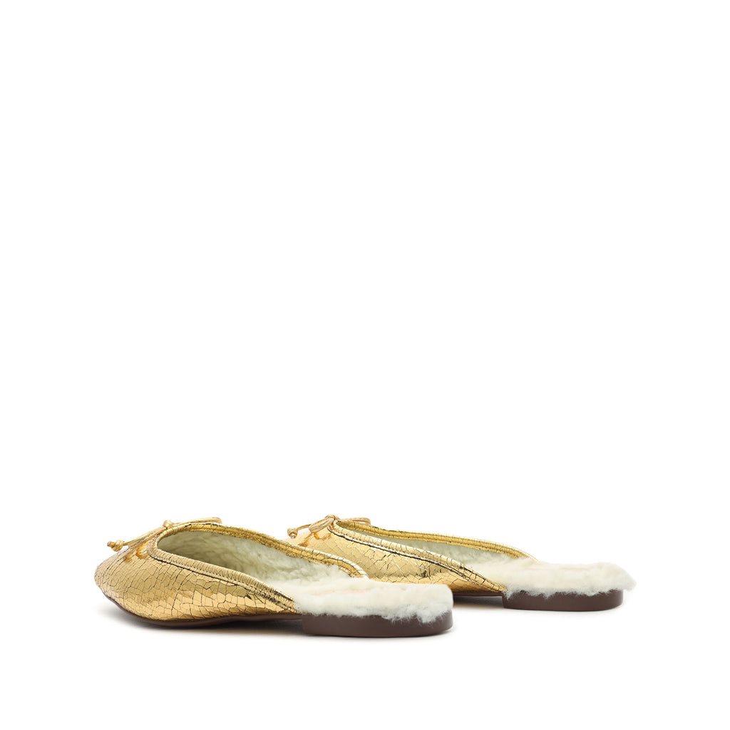 Evelin Metallic Leather & Shearling Mule in Ouro Gold
