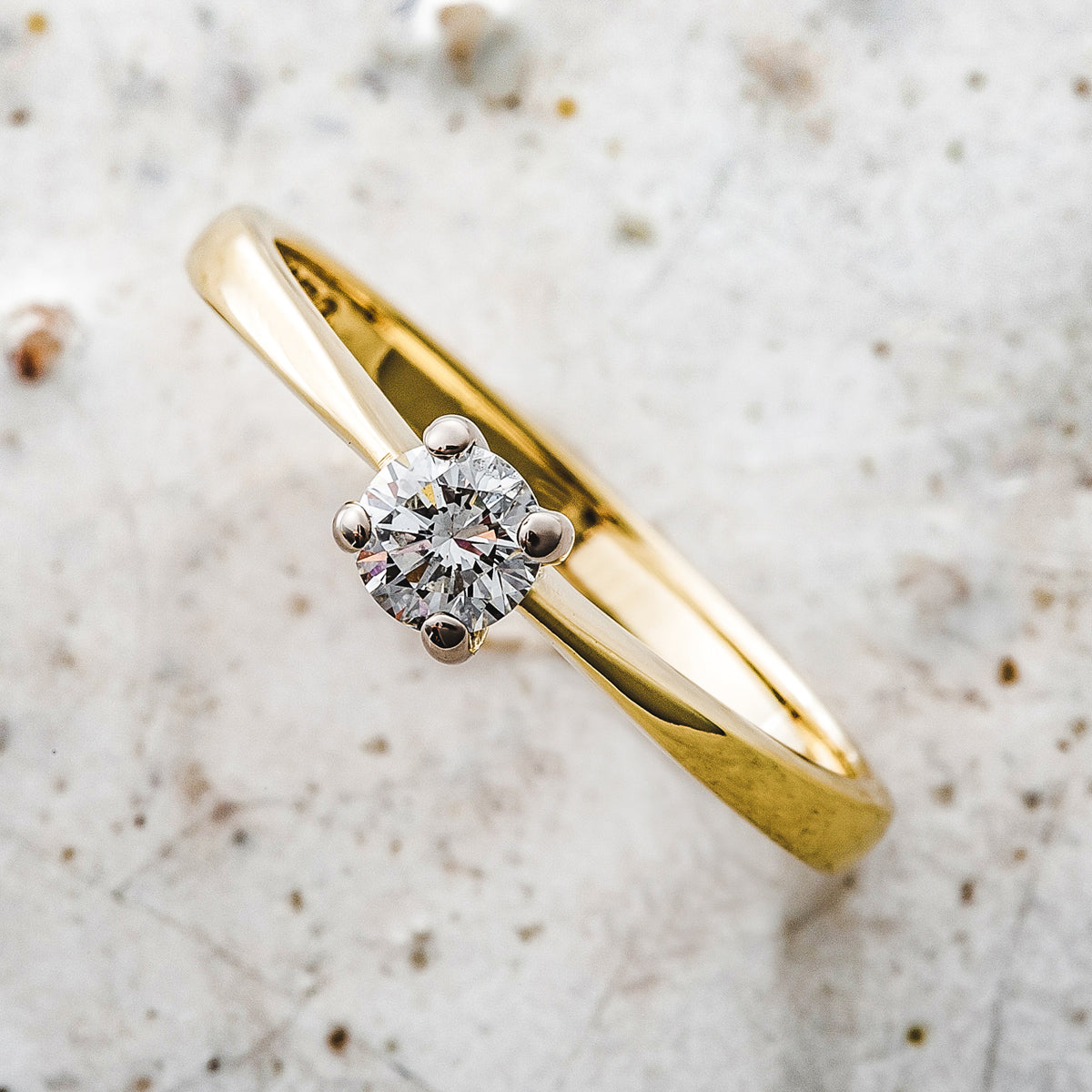 18ct Yellow Gold Solitaire Diamond Round Brilliant Ring