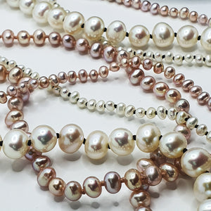 Contrasting White Pearl Knotted Necklace Lrg