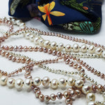 Load image into Gallery viewer, Contrasting White Sml Pearl Knotted Necklace