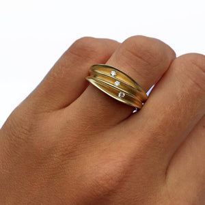 PF Trap Multi Split Shell Ring with 3 Diamonds