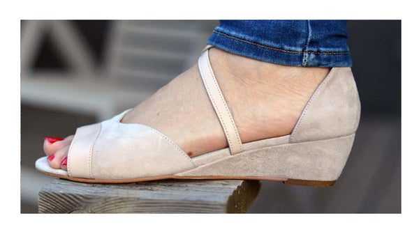 blogger wears calla shoes for bunions sandals summer spring feet