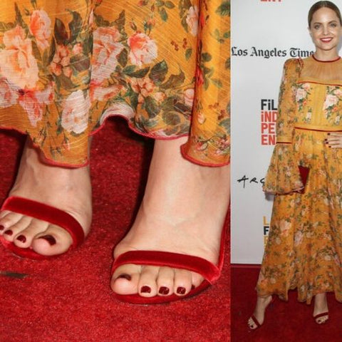 celebrities with bunions mena suvari feet