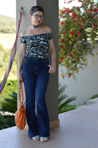 suzy turner wearing jeans with calla wedge sandals