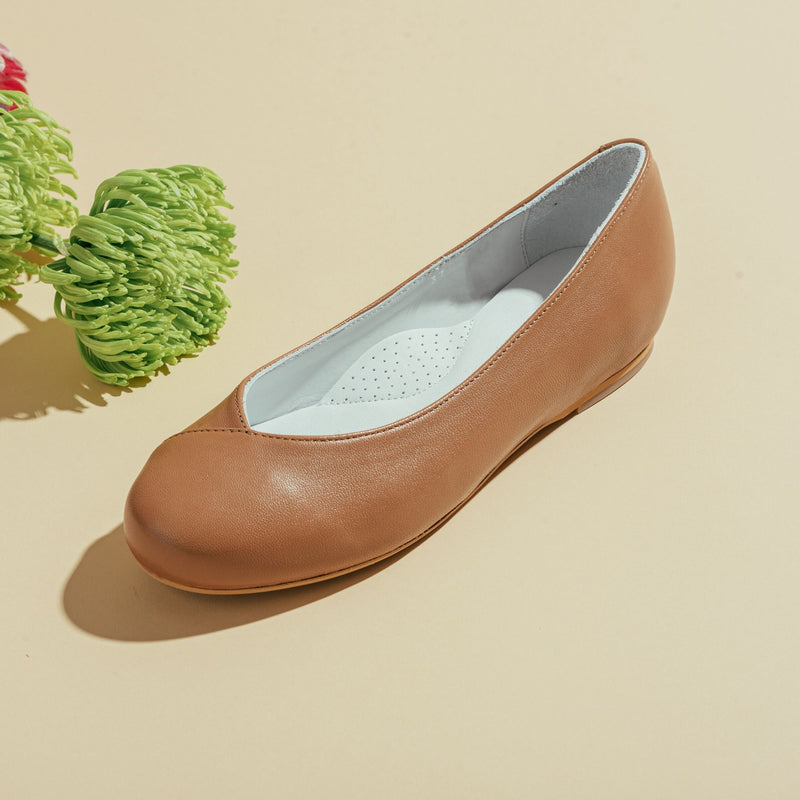 tan leather flat shoe for bunions