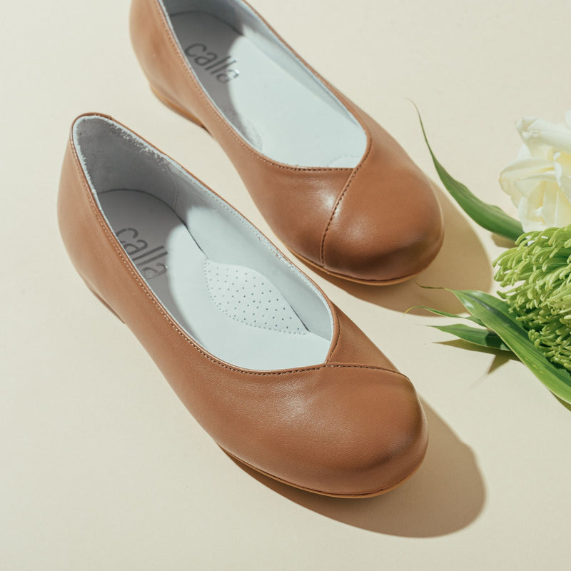tan leather flat shoes for bunions