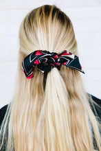 Load image into Gallery viewer, STRIPE BLOCKED SATIN SCRUNCHIE BOWS