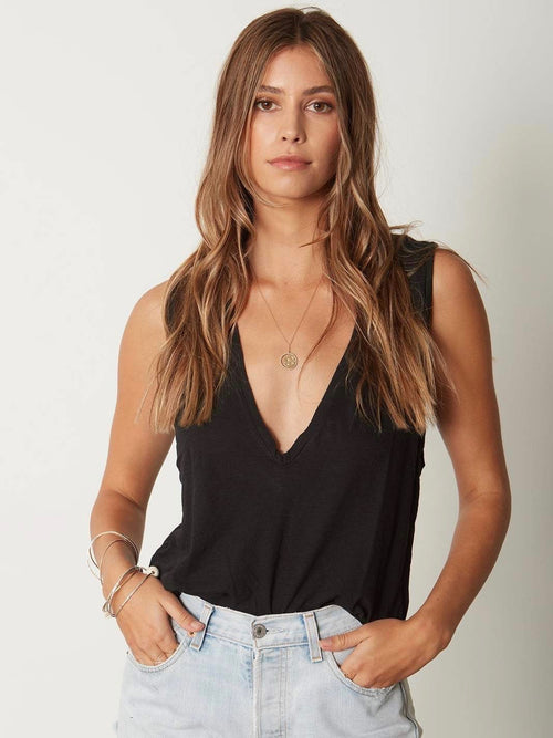 The U Neck Crop in Black