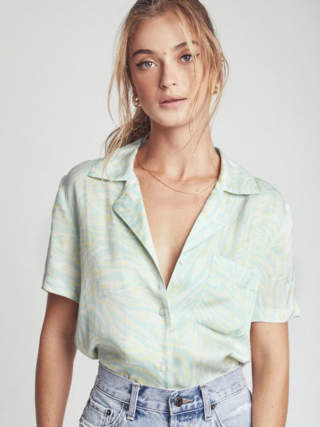 Kimmy Short Sleeve Vacation Shirt in Tigre